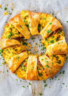 This beautiful Crescent Bacon Breakfast Ring will be everyone's weekend breakfast of choice, it's loaded with bacon, eggs and cheese. Perfect for brunch as well.Please visit for full recipes. Breakfast Ring, Bacon Breakfast, Morning Breakfast, Breakfast Dishes, Breakfast Recipes, Breakfast Appetizers, Sunday Morning, Cute Breakfast Ideas, Overnight Breakfast