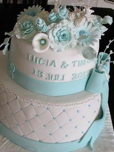 Weiß-Türkis Hochzeitstorte