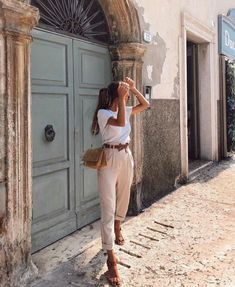 Charming and super summer outfits ideas for spring summer fashion trendy outfits 2019 Mode Outfits, Casual Outfits, Fashion Outfits, Fashion Tips, Fashion Quiz, Summer Pants Outfits, Stylish Summer Outfits, Travel Outfit Summer, Classic Outfits