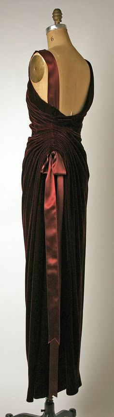 Dress, Evening House of Balmain (French, founded 1945) Designer: Oscar de la Renta (American, born Dominican Republic, 1932) Date: 1995 Culture: French Medium: silk