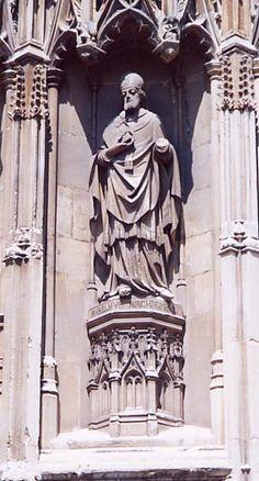 Anselm. Aartsbisschop van Canterbury van 4/12/1093 tot 21/4/1109. Zijn standbeeld staat in een nis aan de westgevel bij het zuid/westelijk portaal van de kathedraal. Het is geplaatst in 1864.