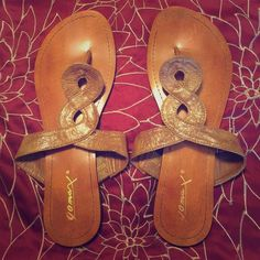Size 7 Gomax Sandals Only worn a couple times Size 7 Gomax Sandals!!! In good condition and only wore them once! You should see my closet I have so many sandals and flip flops that I never wear please help me clear out my closet!!! Feel free to ask questions and make offers!!! Gomax Shoes Sandals