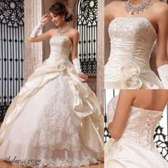 this dress is really beautiful. its like a disney princess dress! ♥