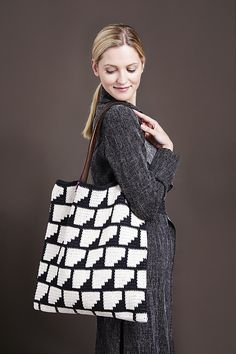 Molla Mills Crochet Bag in Lamana - PDF. From knitting & crochet yarn and patterns to embroidery & cross stitch supplies! Cute Crochet, Irish Crochet, Crochet Yarn, Knitting Yarn, Easy Crochet, Crochet Clutch, Crochet Purses, Crochet Doilies, Tapestry Bag