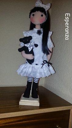Muñrca de tela tipo gorjuss con osito