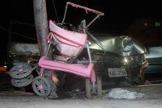 Mãe de bebê atropelada no Rio diz que motorista tinha cerveja no carro Quero justiça. Ele estava bêbado, diz mãe, que perdeu filha de 3 meses. Motorista está internado em estado grave, após ser espancado. A mãe da bebê Kawany Vitoria Agostinho de Souza, de 3 meses, que morreu atropelada, na tarde dest... 17/04/2013 19h56 - Atualizado em 17/04/2013 20h57 (Leia [+] clicando na imagem)