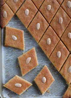Arabic Dessert, Arabic Sweets, Arabic Food, Lebanese Desserts, Lebanese Recipes, Lebanese Cuisine, Greek Desserts, Easy Orange Chicken, Deserts
