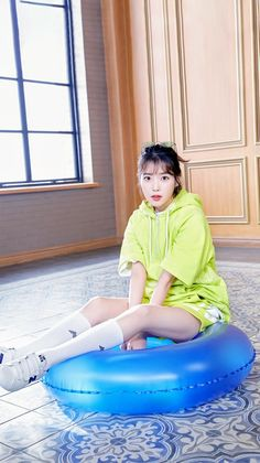 IU #NewBalance J Pop, Korean Actresses, Korean Actors, Actors & Actresses, Korean Beauty Girls, Korean Girl, Korean Style, Sexy Work Outfit, High School