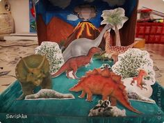 Здравствуйте мастерицы сайта. Вот хочу предтавить Вам нашу диораму Динозавры. Сделали ее для сына в школу для классного уголка. Идея и картинки взяты из инета.  фото 1