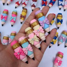 No hay descripción de la foto disponible. Cute Polymer Clay, Cute Clay, Fimo Clay, Polymer Clay Charms, Polymer Clay Projects, Clay Crafts, Polymer Clay Jewelry, Diy And Crafts, Cold Porcelain Tutorial