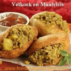 VETKOEK 4 Koppies Koekmeel 1 Pakkie Yeast 1 Teelpl Suiker Teelpl Sout 2 Koppies lou kookmelk & water Olie Read More by South African Dishes, South African Recipes, Africa Recipes, Mince Recipes, Cooking Recipes, Savoury Recipes, Oven Recipes, Curry Recipes, Chili Recipes