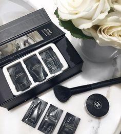 Só ele para salvar nossa pele em viagens! Produto mágico da @beyoung_instantly. É a primeira linha de produtos que redefine a juventude da pele reduz o aspecto cansado linhas de expressão e bolsas abaixo dos olhos. Deixa o rosto com cara de descansado e saudável o melhor de tudo é que só precisamos de 5 minutos para isto!  #beyoung #fhitslondon @fhits