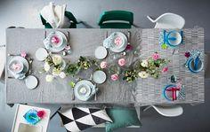 Decora la tavola con una nuova tovaglia fai da te. Scegli tra il vasto assortimento di tessili e tessuti di IKEA, come il tessuto di lino grigio AINA.
