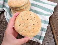 Veganmisjonen: Polarbrød med havre og chiafrø Cornbread, Pancakes, Food And Drink, Baking, Breakfast, Ethnic Recipes, Crafts, Diy, Millet Bread