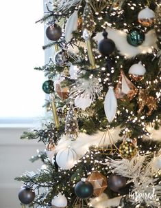 Black And Gold Christmas Tree - O Christmas Tree Inspiredbycharm Happy New Year Christmas Tree Colour Scheme, Black Christmas Trees, Colorful Christmas Tree, Christmas Tree Themes, Christmas Holidays, Vintage Christmas, Christmas Tree Led Lights, Outdoor Christmas, Christmas Colors