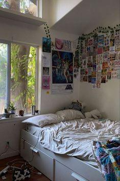 Indie Bedroom, Indie Room Decor, Cute Room Decor, Chill Room, Cozy Room, Room Design Bedroom, Room Ideas Bedroom, Bedroom Inspo, Bedroom Decor