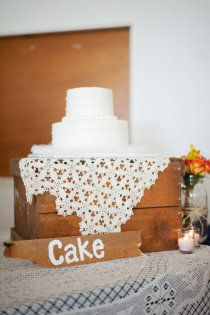 Not so sure about this wedding cake, but love what its sat on!