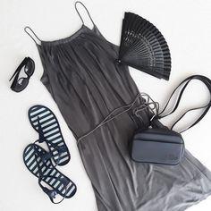 #ootd #dnesnosim #summerdress #greydress #navyblue #black #massimodutti่ #gianfrancoferresunglasses #styling #lacoste #ledvinka #hipbag #fan