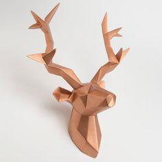 Original, un mix de plusieurs tendance ! Trophée tête de cerf en origami polyrésine cuivré MODERNE (Korb)