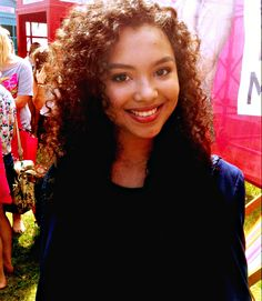 Jessica Sula as art model for Kira Williams