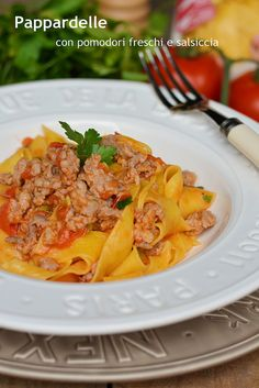 Farina, lievito e fantasia: Pappardelle con pomodori freschi e salsiccia
