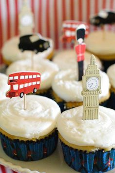 London themed cupcakes for a british tea party! London Theme Parties, British Themed Parties, Uk Parties, London Party, British Party, Birthday Bash, Birthday Party Themes, Birthday Ideas, Bear Birthday