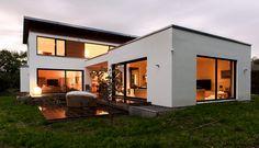 Holzhaus - modern und individuell.   Dieses Haus besticht durch eine extravagante Raumausstattung und moderne Architektur. Dazu ist dieses Holzhaus mit zukunftsgerichteter, ökologischer Haustechnik ausgestattet.
