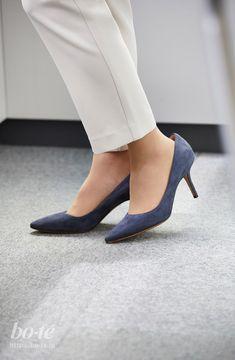 Shoes Heels, Pumps, Miranda Kerr, Legs, Woman, How To Wear, Fashion, Choux Pastry