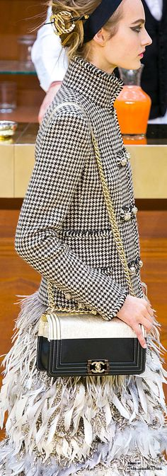 #PFW Chanel Fall 2015 RTW detail ♔THD♔ http://louisvuitton.offthedome.us/