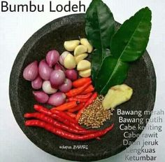 Ingredients for Indonesian spice paste for soup. Sayur lodeh is an Indonesian vegetable soup prepared from vegetables in coconut milk Indonesian Food Traditional, Indonesian Cuisine, Indonesian Recipes, Baby Food Recipes, Cooking Recipes, Cooking Tips, Malay Food, Malaysian Food, Asian Cooking