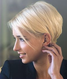 Staked Blonde Bob, Side View. - See more at: http://www.short-hairstyles.com/short/s197.htm#06