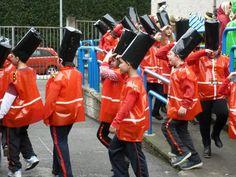 U.K. La guardia inglesa con bolsas de basura. http://www.multipapel.com/familia-material-para-disfraces-maquillaje-bolsas-de-color.htm