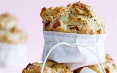 Muffins med rabarber og hvid chokolade/Muffins with rhubarbs and white chocolate