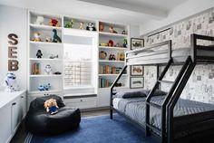 Эта просторная квартира в смешанном стиле расположилась в Нью-Йорке напротив Hudson River Park и была спроектирована студией StudioLAB для молодой семьи с двумя детьми