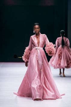 fashion show Lagos Fashion Week 2019 Haute Couture Style, Couture Mode, Couture Fashion, Runway Fashion, Fashion Show, Style Fashion, Chanel Couture, Seoul Fashion, Indian Couture