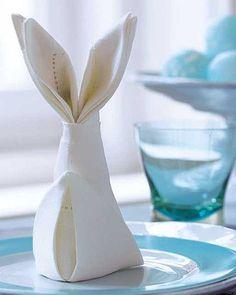 Ostern: Servietten falten: Anleitung für einen Osterhasen - BRIGITTE