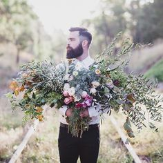 There's just something about grooms with blooms! Love this shot by @jason_vdm with incredible florals by @foxglovebotanicals. #noubavendor #melbournephotographer #bouquet