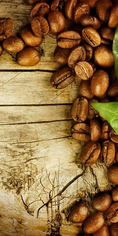 Coffee beans and leaves Chemex Coffee, Coffee Cafe, Espresso Coffee, Coffee Drinks, Coffee Shop, Coffee Mugs, Mini Desserts, Coffee Grain, Café Chocolate
