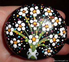 Easy Paint Rock For Try at Home (Stone Art & Rock Painting Ideas) Dot Art Painting, Rock Painting Designs, Pebble Painting, Pebble Art, Stone Painting, Painting Flowers, Painting Patterns, Stone Crafts, Rock Crafts