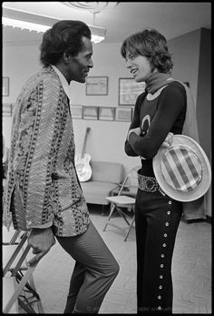 CA — Mick Jagger of the Rolling Stones with Rock 'n' Roll legend Chuck Berry, here backstage. At earlier shows through the South on the Let It Bleed North American tour, Chuck Berry (Keith Richards' hero) opened for the Stones. The Rolling Stones, Beatles, Heavy Metal, Janis Joplin, Pop Rock, Rock N Roll, Melanie Hamrick, Photos Rares, Legendary Pictures