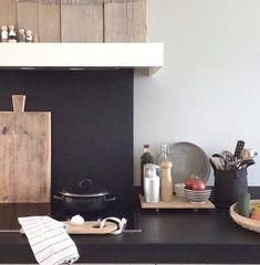 Binnenkijken bij manon0903 Floating Nightstand, Floating Shelves, Table, Inspiration, Furniture, Home Decor, Kitchen Ideas, Floating Headboard, Biblical Inspiration