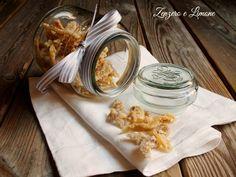 Lo zenzero caramellato è una ghiottoneria unica che oltre ad essere buona fa anche bene! Semplicissimi gli ingredienti: zenzero fresco e zucchero