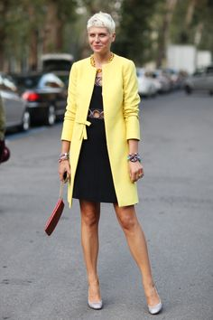 Street Style Inspiration From Milan Fashion Week : A sweet, lemon-hued coat gave a girlie twist to a cutout dress. Milan Fashion Week Street Style, Looks Street Style, Spring Street Style, Fashion For Women Over 40, 50 Fashion, Women's Fashion Dresses, Style Fashion, Fashion Weeks, Maxi Dresses