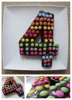 pour l'anniversaire des 4 ans de mon fils : brownie maison recouvert de chocolat et de smarties...miam!