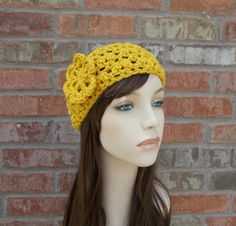 Such a beautiful shade of golden yellow, I just couldnt pass up making something wonderful with this yarn! The perfect autumn headband, with a