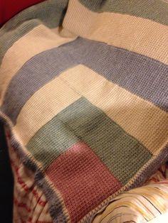 I made. Loosely based on log cabin patchwork pattern. Tunisian Crochet, Blanket Crochet, Log Cabin Patchwork, Patchwork Patterns, Quilting Patterns