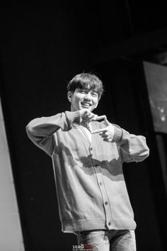 On May Yoo Seung Ho held his fanmeeting with his fans in Seoul. The actor hadn't held any fanmeeting in his home country. Most Handsome Korean Actors, Best Young Actors, Handsome Actors, Korean Drama Funny, Cute Korean, Seoul, Yoo Seung-ho, Kim Young, My Handsome Man