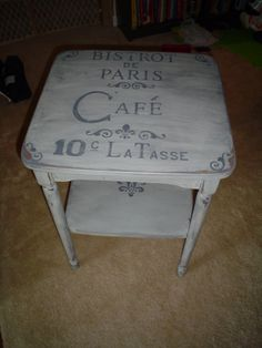 French Bistro Table Makeover gray w/ gray stain. Refurbished Furniture, Painted Furniture, Furniture Design, Furniture Ideas, French Bistro Kitchen, Bistro Decor, Do It Yourself Inspiration, Aluminum Patio, Paris Cafe