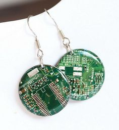Circuit board earrings - Geeky earrings - recycled computer - round dangle earrings - 23 mm resin Unusual Jewelry Steampunk Upcycled Circuit Board Geek For Her Europeanstreetteam Geometrical Recycled Computer Techie Earrings Teamprojectt Ohtteam contemporary dangle earrings 26.00 USD #goriani