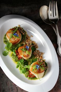 An easy way to impress your guests: Scallop, Farro, Micro Greens, Lemon Basil Sauce Fish Dishes, Seafood Dishes, Seafood Recipes, Cooking Recipes, Healthy Recipes, Basil Sauce, Scallop Recipes, Food Decoration, Food Presentation
